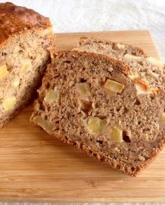 Vegan_Banana_Apple_Chunks_Bread